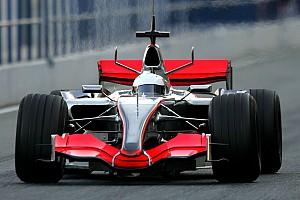 Alonso tesztje a 2006-os V8-as McLarennel Jerezben