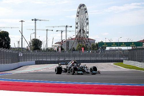 F1, Sochi, Libere 1: Mercedes davanti, bene Leclerc, Max cambia PU
