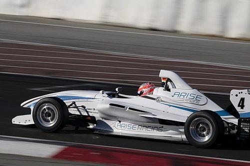 Percat smashes lap record on single-seater return