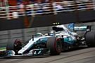 Bottas aprovecha el accidente de Hamilton y logra la pole en Brasil