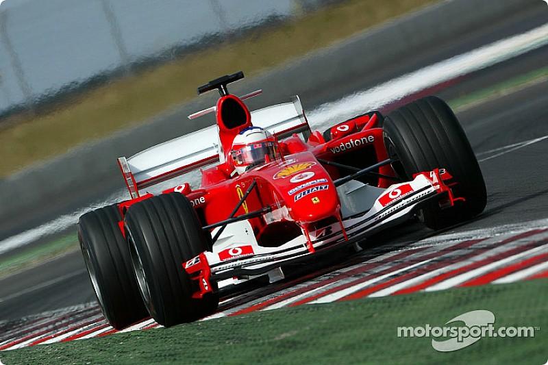 Barrichello szenzációs előzése az utolsó métereken a Ferrarival a Francia Nagydíjon