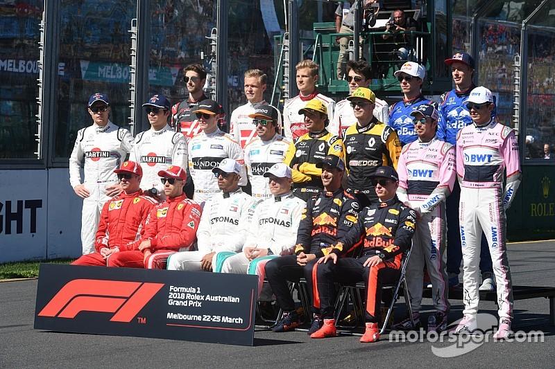 Не моргаем! 20 лет Формулы 1 в групповых фото пилотов