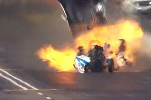 Video: Motorenexplosion bei wildem Dragster-Crash