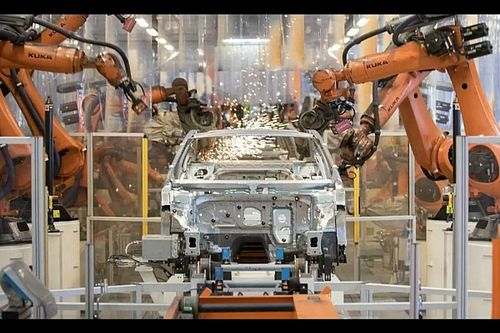 Crisi dei chip sempre più dura: ai minimi la produzione VW e Renault