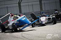 Российский гонщик Ф4 Смаль попал в аварию и пробился с последнего места на подиум