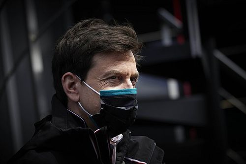 Wolff: Red Bull heeft 100 werknemers van motorafdeling benaderd