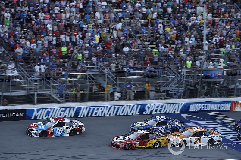 Larson redeems missed opportunity at Dover with winning Michigan pass