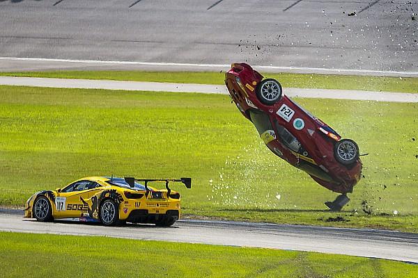 Fotostrecke: Wilder Ferrari-Überschlag in Homestead