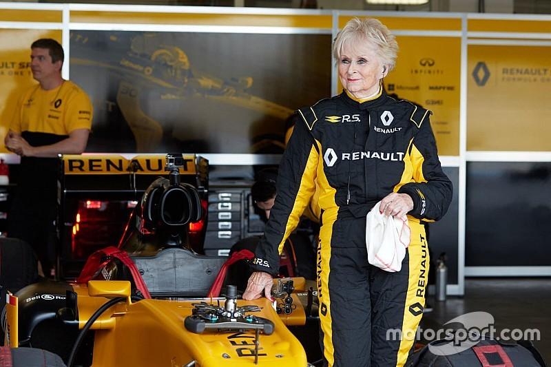 VIDEO: mujer de 79 años manejó un F1 de Renault