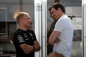 Formel 1 News Jacques Villeneuve: Toto Wolff schützt Valtteri Bottas in der F1