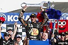 NASCAR Cup Truex toma una dramática victoria en  Las Vegas