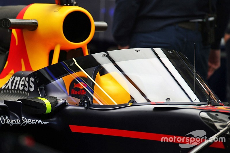 """Hamilton: """"Il parabrezza Red Bull? È uno scudo antisommossa!"""""""