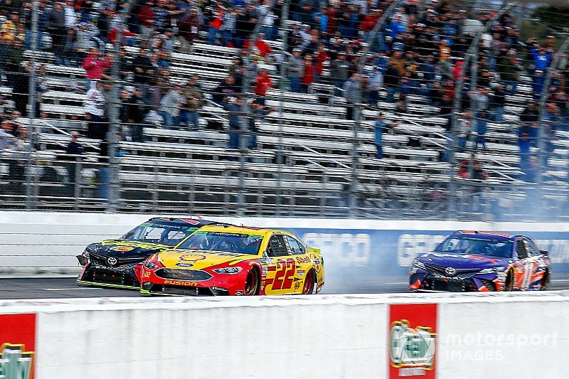 Top Stories of 2018, #13: Logano and Truex feud at Martinsville