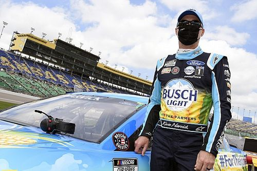Late-race pit penalty helps Harvick to season's best finish