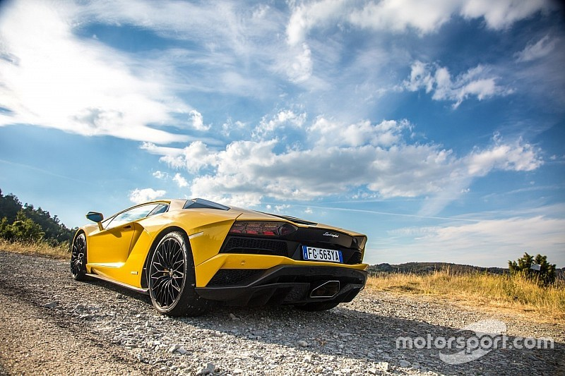 Video: #InStradaCon… Lamborghini Aventador S