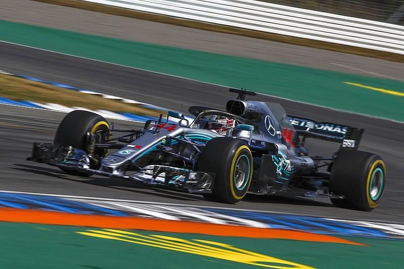 FIA untersucht Fahrt über Grünstreifen: Hamilton muss zittern