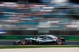 Hamilton cerró como el más rápido del viernes y Pérez en 12°