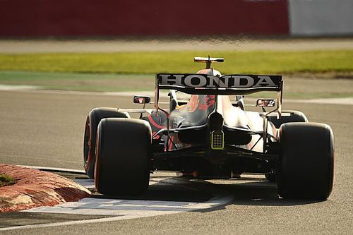 Honda wdzięczna Red Bullowi