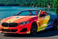 El BMW Serie 8 Cabrio se viste con la bandera multicolor