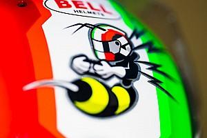 Räikkönen csapattársának pofás sisakfestése az Alfa Romeónál