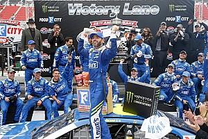 NASCAR Cup Relato da corrida Johnson aparece no fim e triunfa pela segunda vez seguida