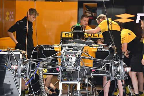 How does a Formula 1 team recruit new staff?