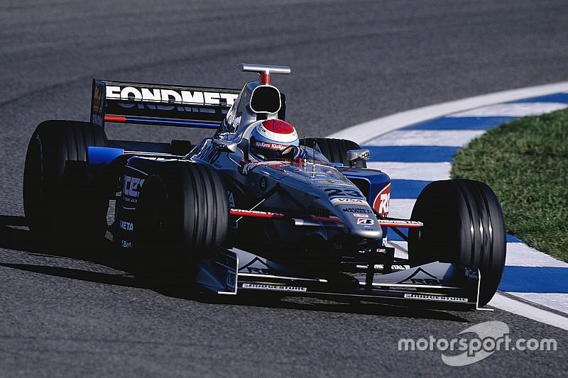 إستيبان تويرو سائق الفورمولا واحد السابق يُعلن اعتزاله رياضة السيارات
