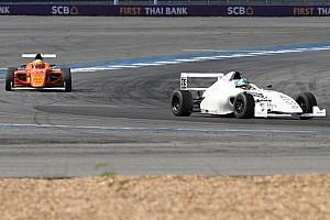 Formula 4 SEA Breaking news F4/SEA Buriram: Frost resmi jadi juara Race 1 usai konfirmasi penalti Kahia