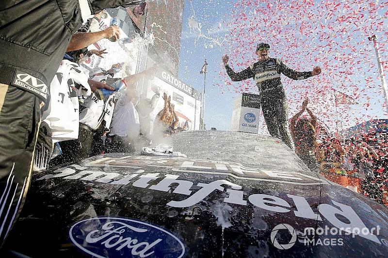 NASCAR Cup Series: SHR Dominan, Almirola menang