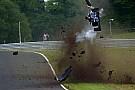 BF3 Flugeinlage bei Britischer Formel 3 in Oulton Park: Fahrer okay