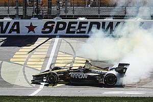 IndyCar Résumé de course James Hinchcliffe s'impose sur l'Iowa Speedway