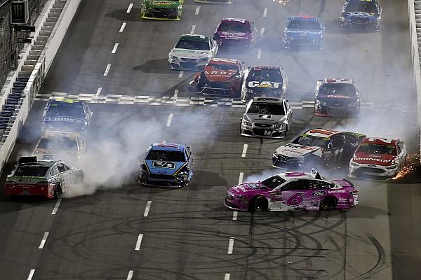 NASCAR Cup Отчет о гонке Гонка NASCAR в Мартинсвилле закончилась завалом на финише и скандалом
