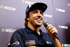 NASCAR Cup Новость Алонсо мало Ф1, IndyCar, IMSA и WEC – теперь его заинтересовал NASCAR