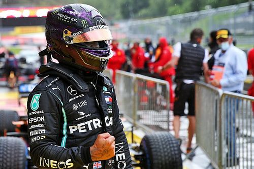 """Hamilton sobre pole em quali maluco: """"Amo dias assim"""""""