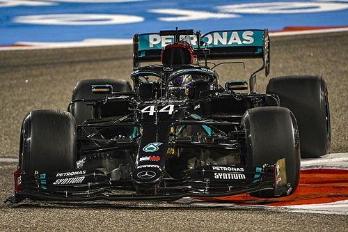 Hamilton voor Verstappen in tweede training, zware crash Albon