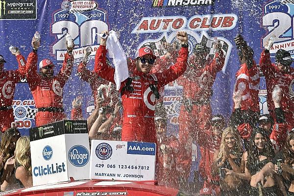 Monster Energy NASCAR Cup Fontana'da zafer Kyle Larson'un