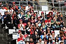 Így fogadták a japán rajongók a csapatokat reggel