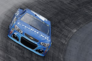 NASCAR Cup Race report Kyle Larson wins first stage of Bristol Cup race