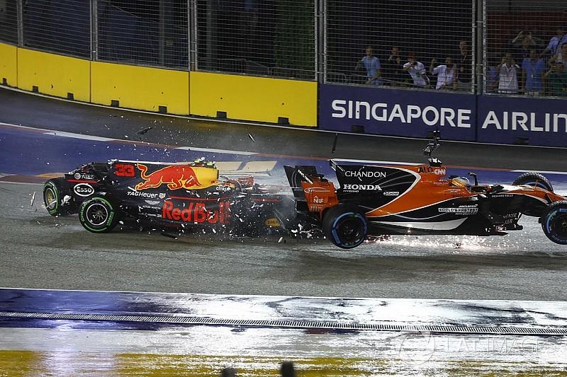 | F1 17 T.XVIII | Próxima carrera 12 de enero y modificación del calendario F1-singapore-gp-2017-max-verstappen-red-bull-racing-rb13-fernando-alonso-mclaren-mcl32-hon-5589199