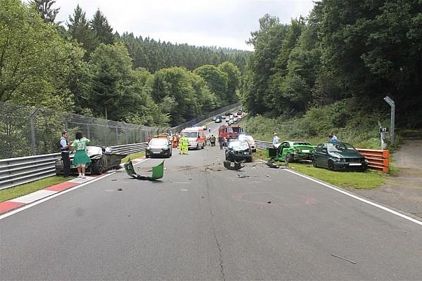 Algemeen Nieuws Tien gewonden bij kettingbotsing Nordschleife