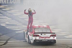 NASCAR Cup Отчет о гонке Ларсон одержал третью победу в сезоне