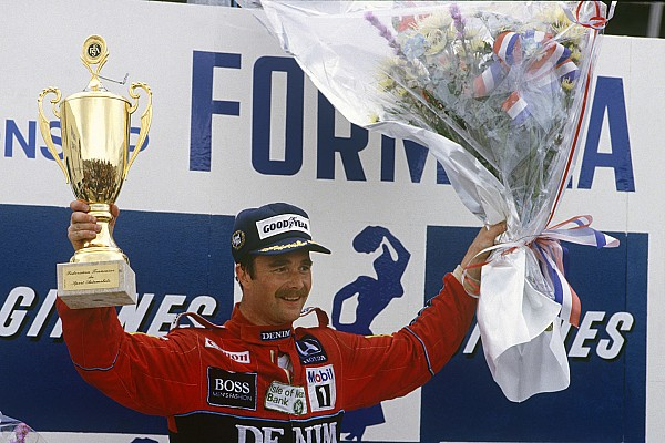 Mansell honoured for lifetime achievement at Autosport Awards