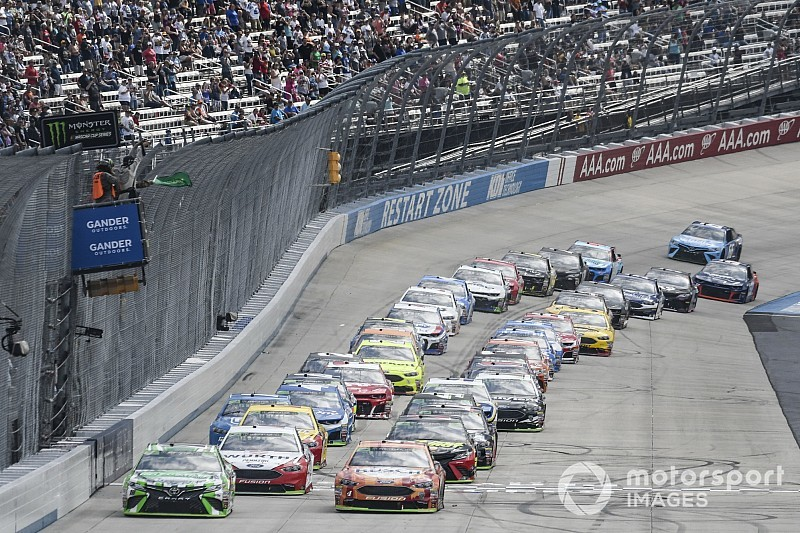 NASCAR drivers pushed for 2019 driver-aid ban