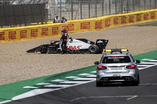 "Magnussen critical of Albon's ""poorly judged"" passing attempt"