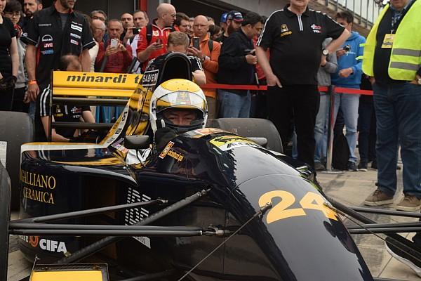 Формула 1 Джанкарло Минарди в 70 лет сел за руль машины Ф1