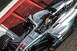 Pályarekorddal az élen Hamilton, 0,5 másodpercet kaptak a Ferrarik az időmérő előtt