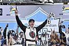 NASCAR Cup Harvick segura Busch e vence terceira seguida na NASCAR