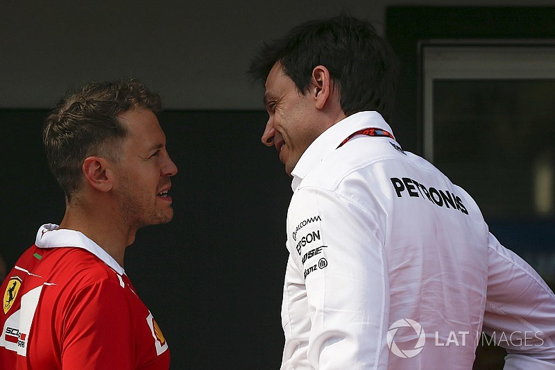 Vettel, Mercedes'in önemli isimleriyle kayak turnuvasını izlemiş