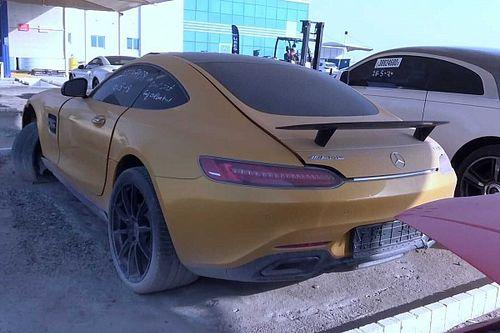 El desguace más especial de coches de lujo... en Dubái