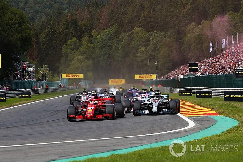 Гоночного директора Ф1 насмішив коментар Хемілтона про трюки Ferrari